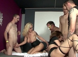Horny swingers acquires fucked on every side groupsex